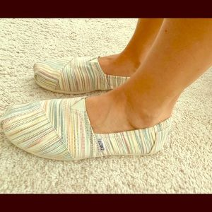 Slip on canvas Toms. Earthy tones, striped.